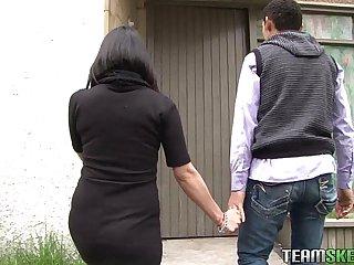 Oyeloca Smalltits latina girlfriend Linda Nieves fucked facialized