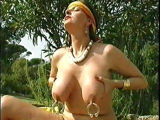 xshake.net Pierced Nipples And Pussy