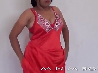 DESI HOT AND SEXY AUNTY CHANGES DRESS