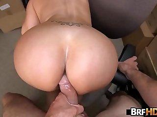 Big booty latina Vanessa Luna Hardcore Sex In The Back Room.4